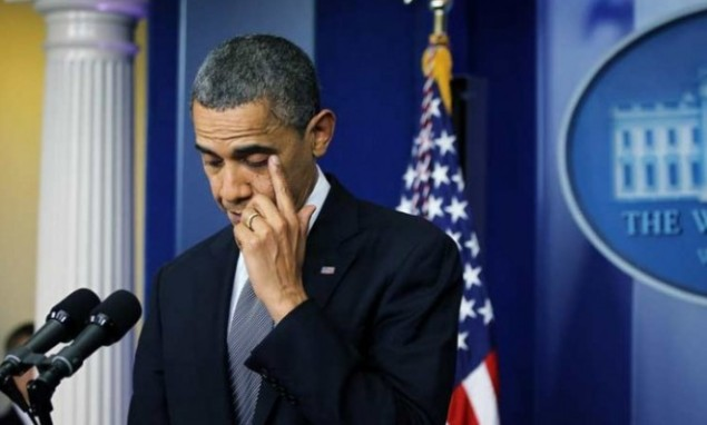 president-obama-wipes-a-tear-during-his-emotional-statement-on-the-connecticut-massacre